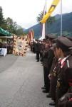 Die  Abordnungen ehren die Feuerwehr Glanz