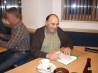 Spielleiter Waldner Michl begann pünktlich um 20:00 Uhr mit der Einteilung.