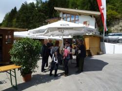 Bereits beim Eingang wurden die Gäste traditionell mit einem Schnapserl begrüßt