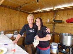 Gute Stimmung herrschte nicht nur im Zelt, sondern auch bei den Mitarbeitern. So wie hier in der Schlipfkrapfenhütte!