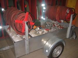 Schlauchwagen der Feuerwehr Oberdrum Schlauchwagen - Zusatzausrüstung für Hydrantenangriff und dgl.